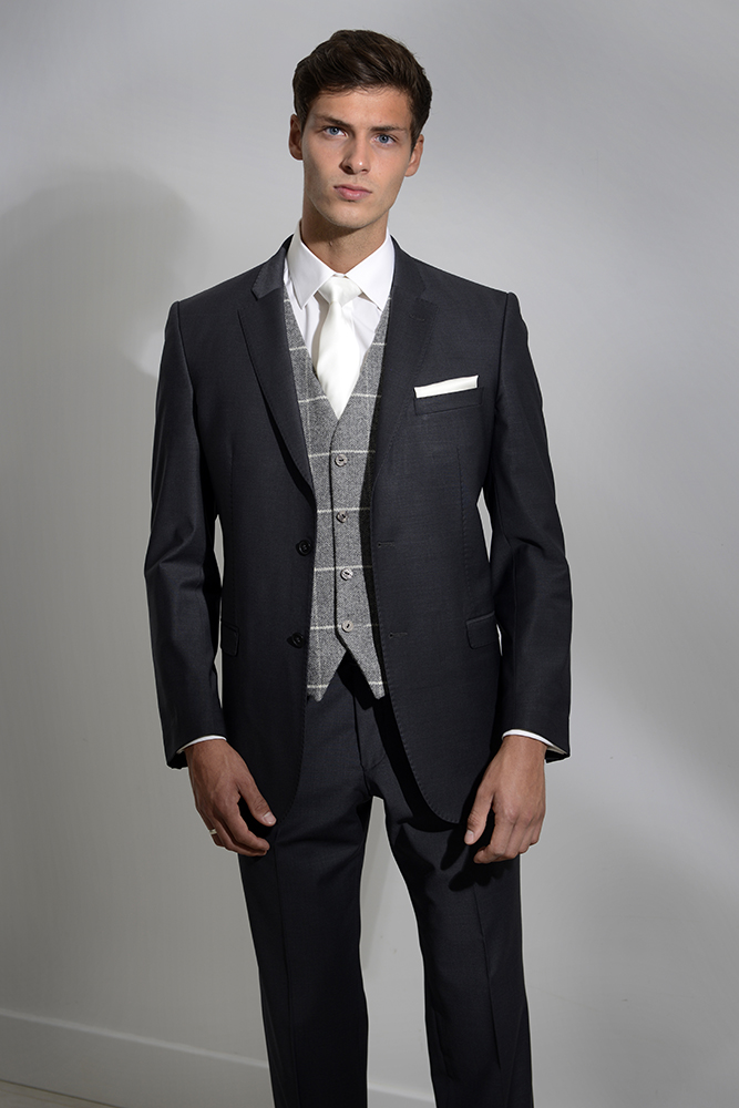 black-lounge-suit-hire-leigh